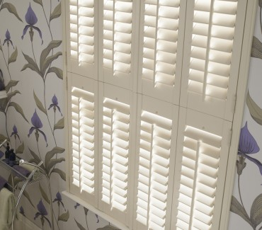 Bathroom shutter close